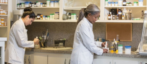 Things to Consider while Choosing the Right Compounding Pharmacy